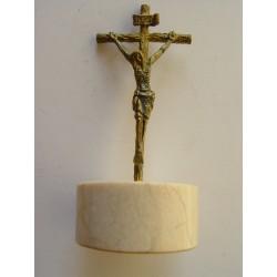 Pequeño Cristo de bronce de 7 cms. de altura sobre peana.